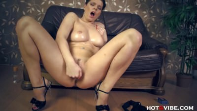 Oiled Up Tramp Has A Wet Squirting Orgasm